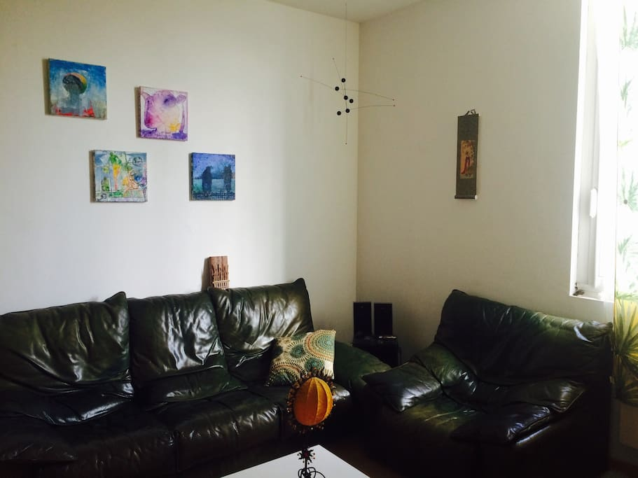 Salle de séjour aux couleurs du monde