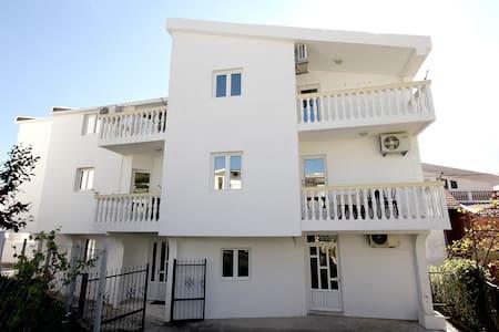Villa Glavanovic  (4 bedded apartment) - Šušanj - Apartment