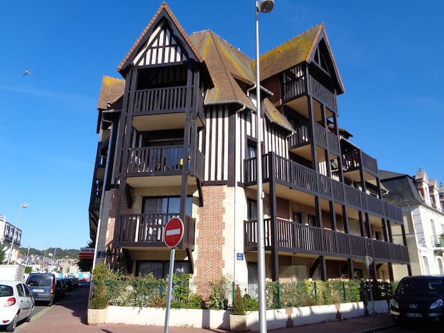 APPARTEMENT 120M AVEC 3 CHAMBRES - Deauville - Apartment