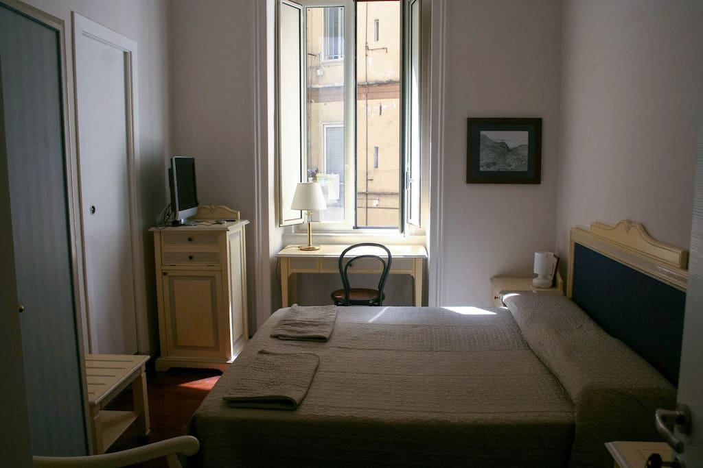 Amalfi ⇝ Amalfi's Room Ogni stanza ha il suo bagno privato ⇝ Each room have its own private bathroom