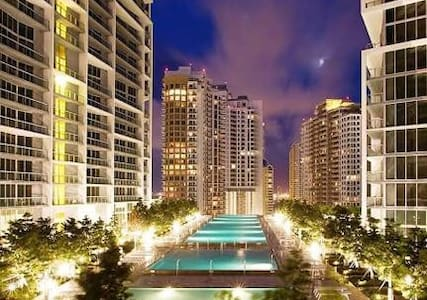 CONTEMPORARY BAYFRONT BRICKELL