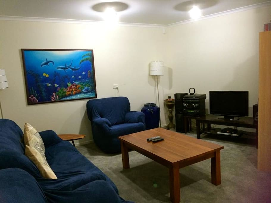 Private Guest Lounge with complementary Coffee, Tea, Cereals, juice and snacks