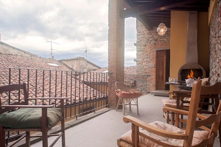 BARGA-Charming House with Terrace in the Old Town - Barga - Talo