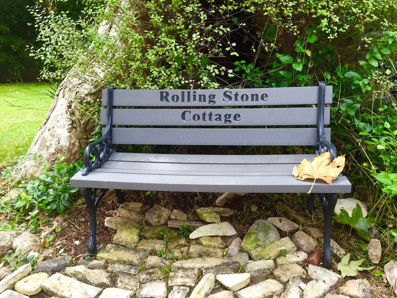 Rolling Stone Cottage Bench