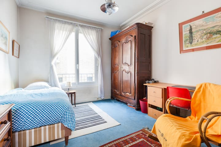 bedroom Paris