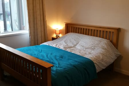 Bright and spacious king size room - Kirkwall