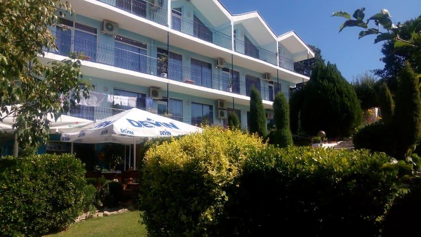 Семеен хотел с невероятен изглед - Sunny Beach - Bed & Breakfast