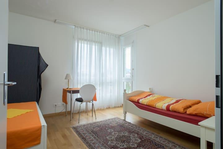 Helles Einzelzimmer mit Frühstück - Rapperswil-Jona