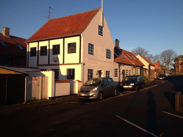 Skipperhuset med havudsigt - Allinge - Casa