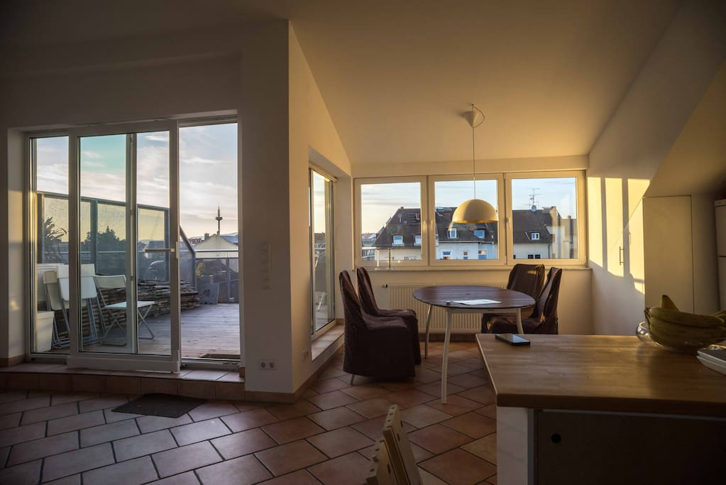 Upper floor: Dining room, roof terrace with great view over the roofs on Taunus