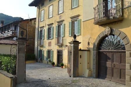 Casa Volpera - Mapello - บ้าน