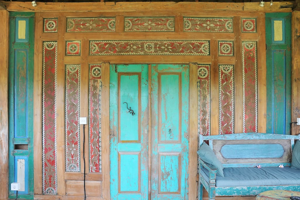 The Bijoux is an old Java carved rice barn.