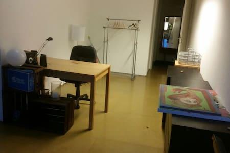 Zimmer in Loft-Stil nahe Obertor - Ravensburg - Kondominium