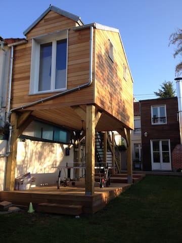 Chambre sur pilotis dans un jardin - Viroflay - Aarde Huis