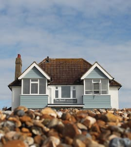 Spectacular seafront Boutique B&B - Hythe