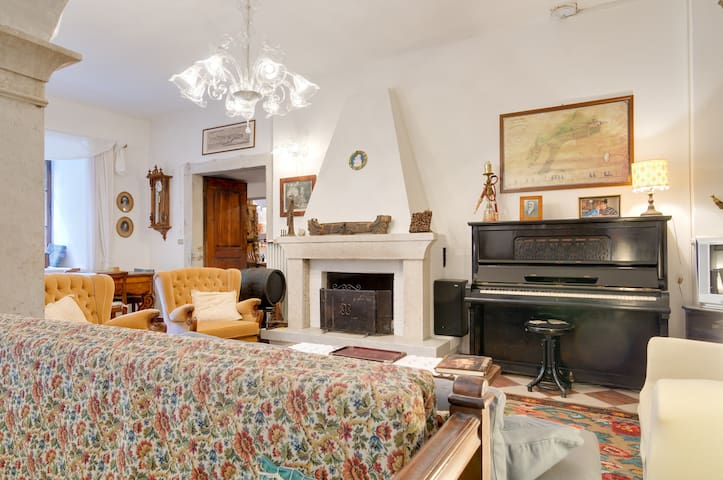 BETWEEN HISTORY AND COUNTRYSIDE XL - Trento - Appartement