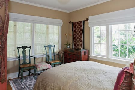 Private, comfortable room and bath - Piedmont - Bed & Breakfast