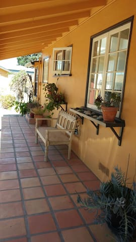 Clean & Cozy 2br House - Seaside - Casa