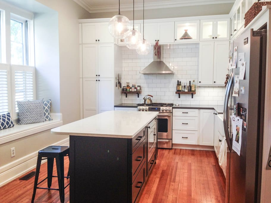 Beautiful Kitchen complete with all the amenities (including a Keurig)