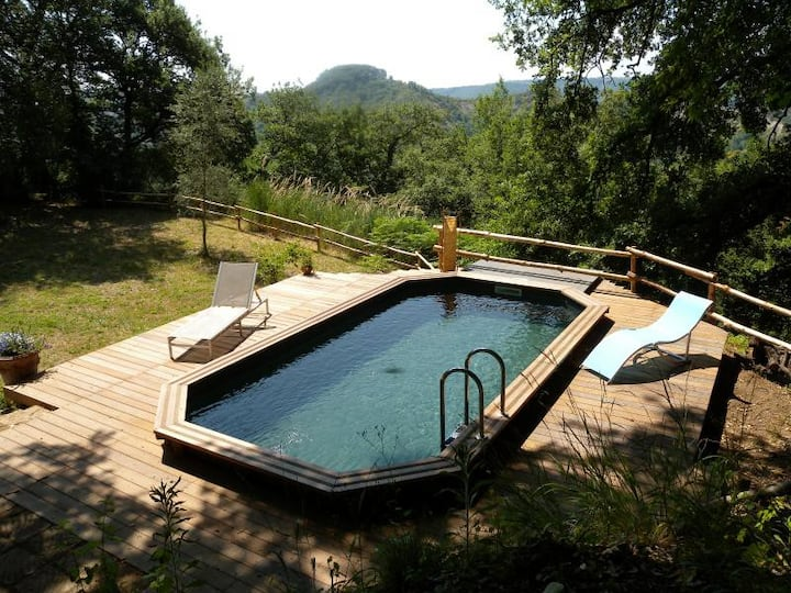 Honeymoon cottage with a pool