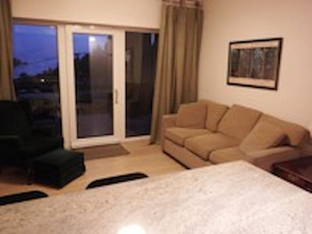Fully equipped flat with a view! - Gibsons - Apartment