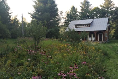 2 bedroom farm cabin - Chelsea