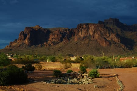 Great view of Superstition mountain - Hus