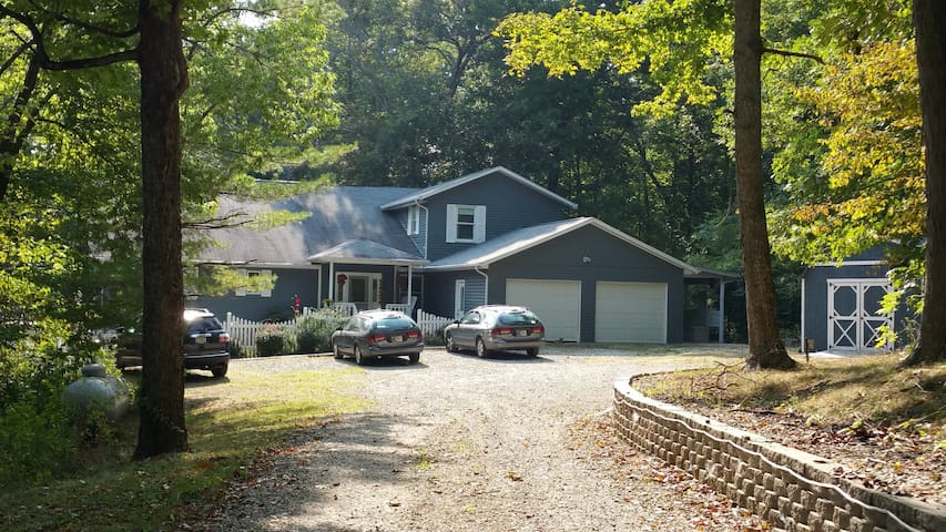 Get Away Edge of Brown County: BnB 4 Bedrooms - Morgantown