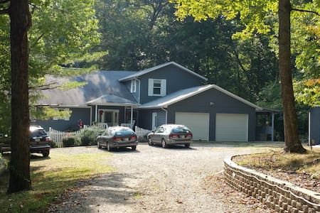 Get Away Edge of Brown County: BnB 4 Bedrooms - Morgantown - Bed & Breakfast
