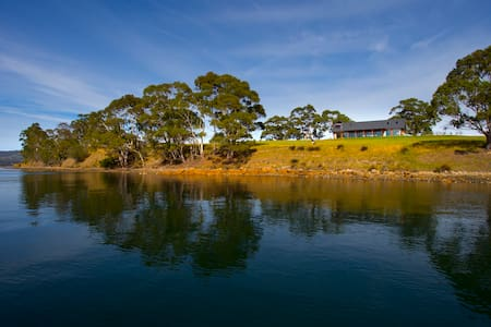 COAST HOUSE Tasmania Cygnet - Cygnet - House