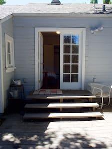 Private Room: Quiet Garden Cottage