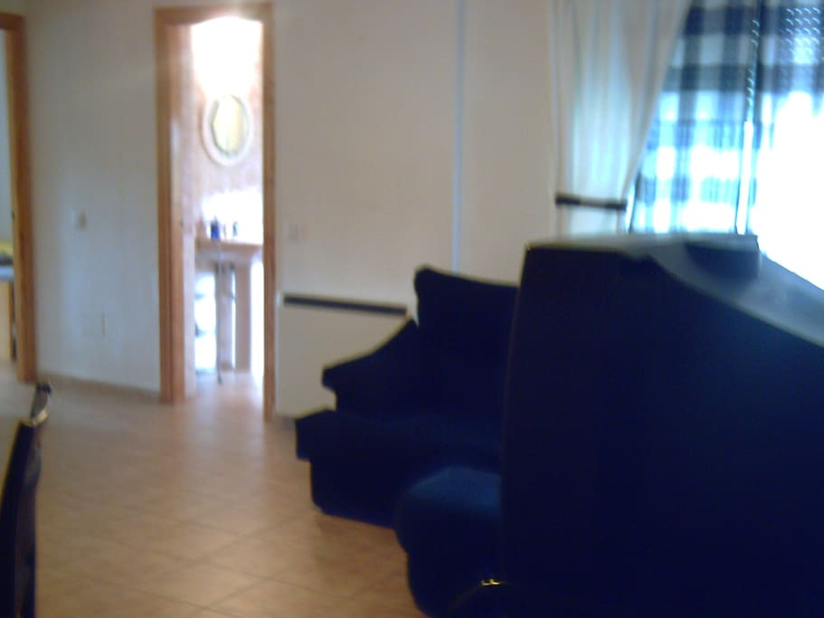 Saloin - Comedor con televisor y DVD / Dining room and Living Room with TV and DVD
