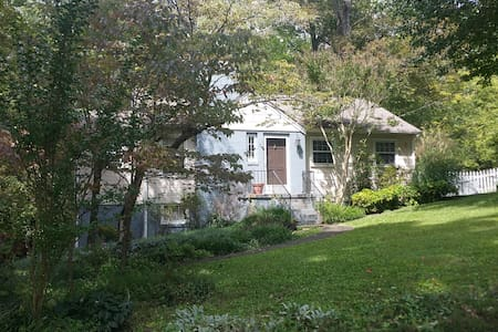 Charming 2BR/1BA 4 miles from UT&DT - Knoxville