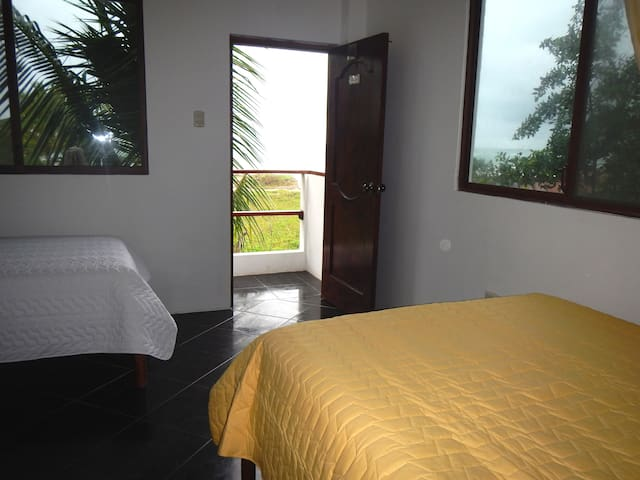 chvjguhk - Puerto Villamil - Altres