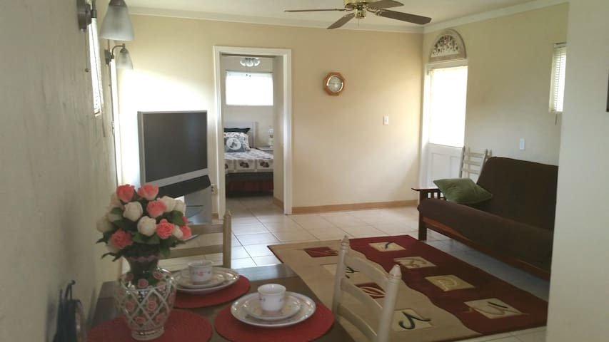 Cottage on Walking Distance To Nokomis Beach
