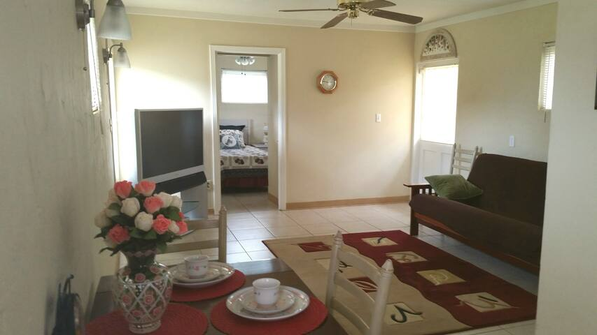 Cottage on Walking Distance To Nokomis Beach - Nokomis - Talo