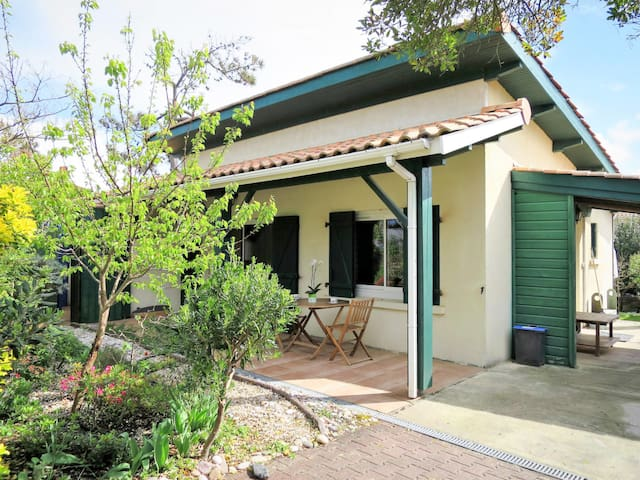 Holiday home is ideally located for beach lovers, 200 meters from the Atlantic beach