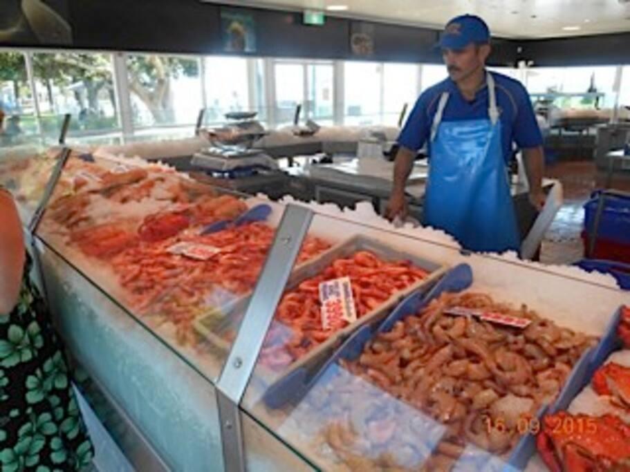 Fresh Seafood 3 minutes away
