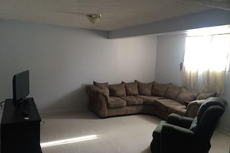 Large furnished room - Drumheller - Maison