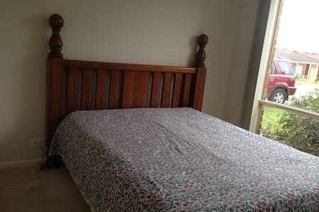 Bright room with Queen Bed - Chadstone
