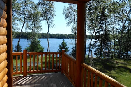 Beautiful Log Cabin on Private Lake - Park Falls - Sommerhus/hytte