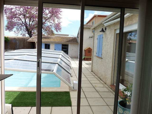 Big and bright studio of 60 m ²  - Marignane - Casa