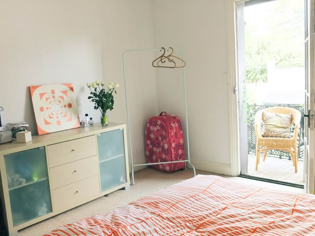 ROOM with BALCONY in ERSKINEVILLE - Erskineville - Σπίτι