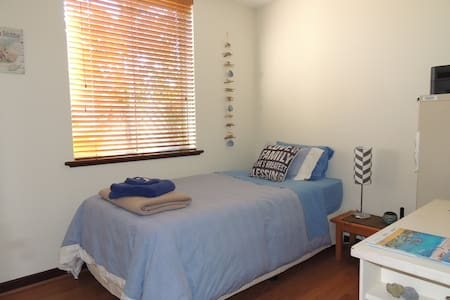 Cosy unit close to Mt Lawley cafes - Mount Lawley - Bed & Breakfast