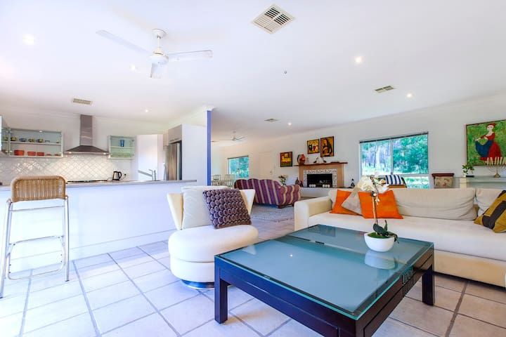 Noosa, on the river in the bush with fishing kyaks - Cooroibah - House
