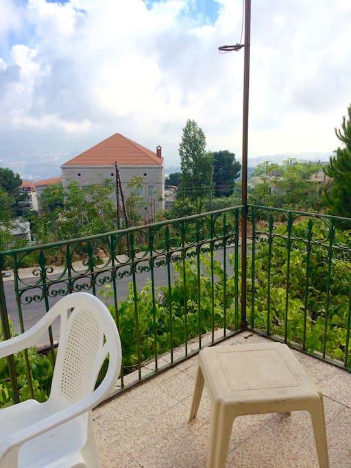 View sur le metn, Beirut, et sur la mer lorsque le ciel est degagé.