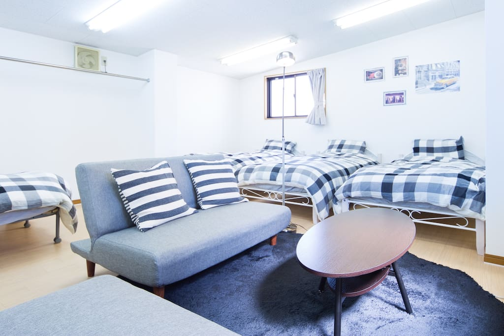 Private room with 4 single beds & 2 sofa beds in a maisonette in central Osaka