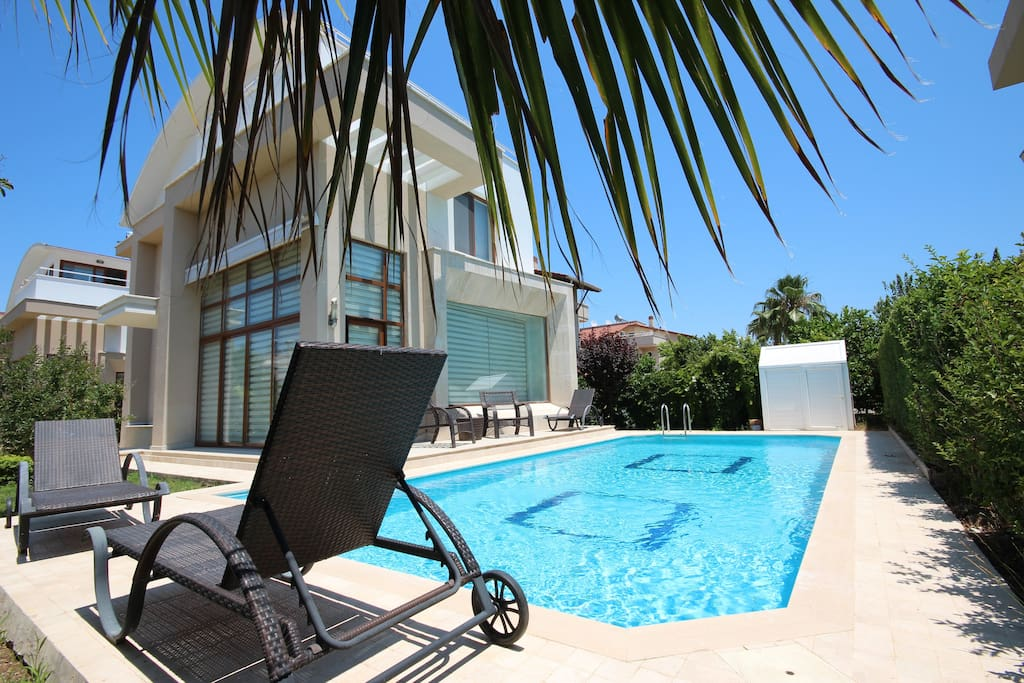 Paradise Town elite villa with very private pool