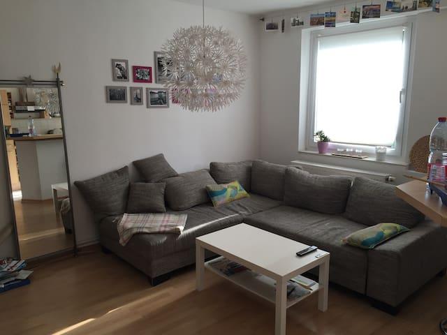 Schlafzimmer für die IAA Nähe Messe - Frankfurt am Main - Apartment