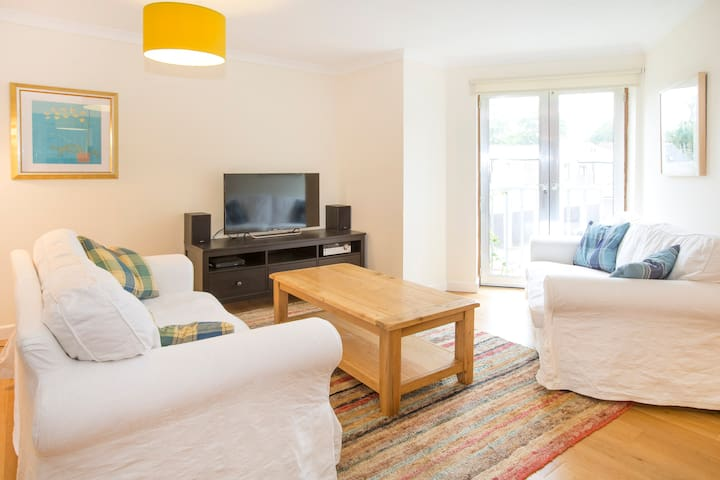 Bright, Modern Oxford Apartment with Parking - Oxford - Apartamento